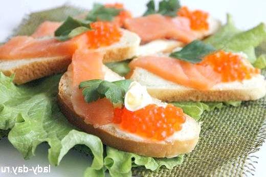 Бутерброди з ікрою і червоною рибою
