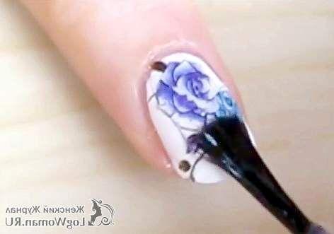 Квіти на нігтях