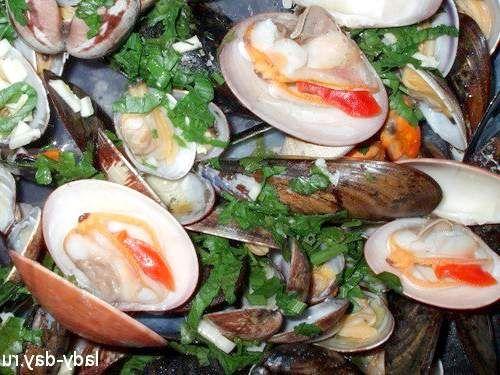Морські молюски в білому вині по-італійськи