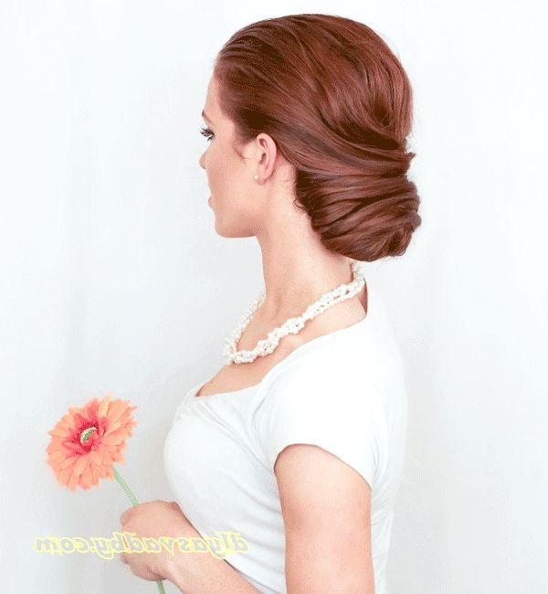 Прекрасна зачіска на весілля, з фатою - фото